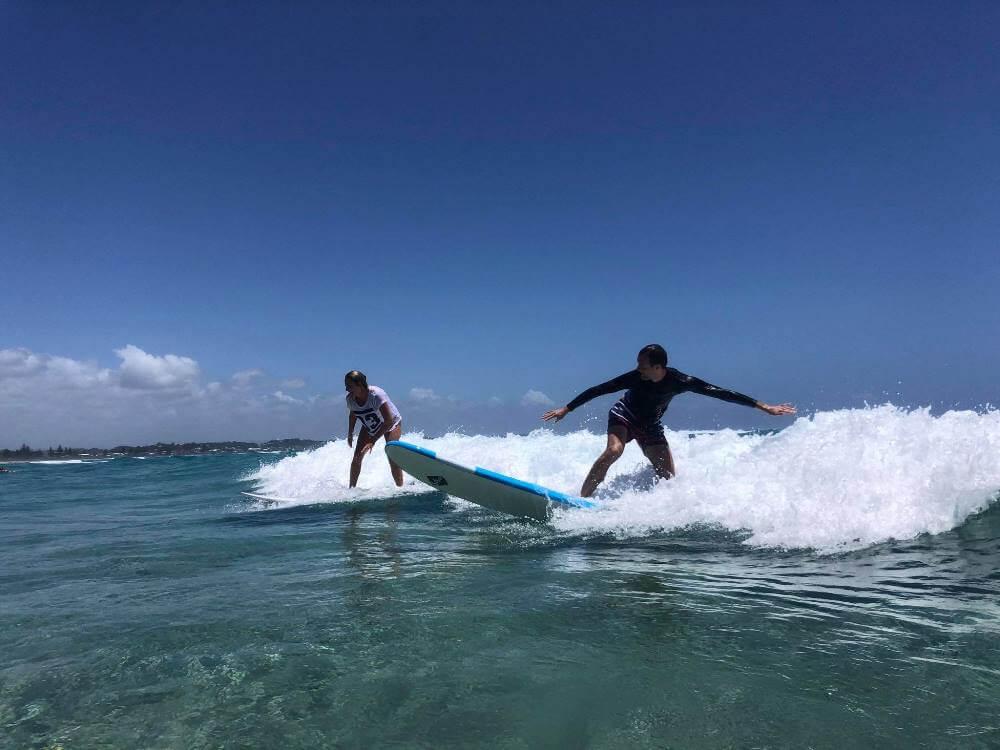 Tu sa snažím surfovať na Gold Coast Australia