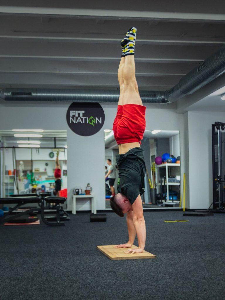 Stojka Hand Balancing Bratislava Ružinov Skupinový tréning FitNation